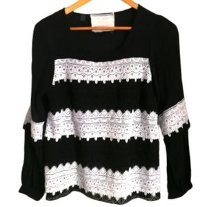 3/30$ Black & White Embroidered Strippes Top